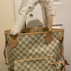 Neverfull Louis Vuitton size MM
